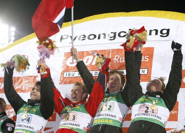 Норвежские биатлонисты Оле-Эйнар Бьорндален, Халвард Ханеволд, Ларс Бергер и Эмиль-Хегле Свендсен