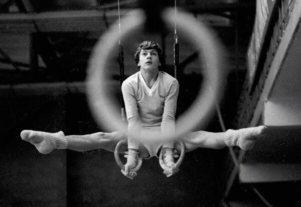 Гимнастическое упражнение на кольцах