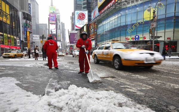 Уборка снега на улицах Нью-Йорка