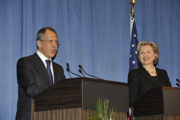США пока не отказываются от санкций в отношении Ирана - Клинтон