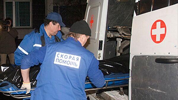Спасатели достали второго рабочего из-под завалов лесов в Москве