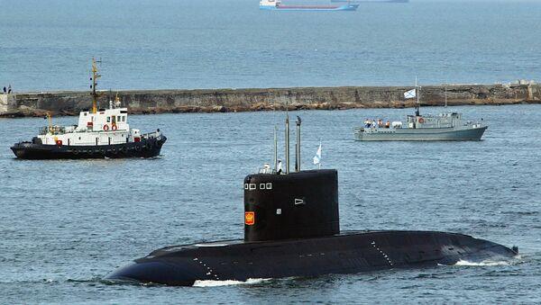 Подводная лодка в Калининградском морском канале