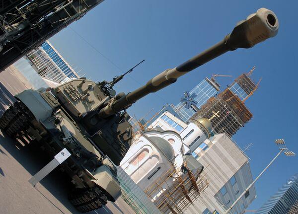 Самоходно-артиллерийское орудие российского производства 2С19 Мста-С. Архив