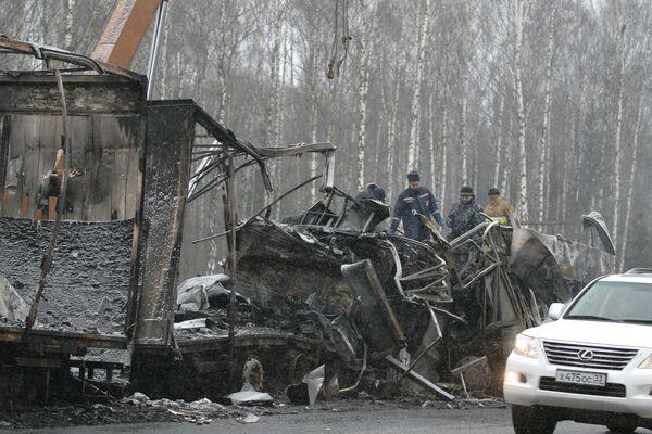 Лобовое столкновение автобуса Икарус с КАМАЗом произошло в пригороде Петушков