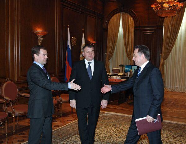 Дмитрий Медведев, Анатолий Сердюков и Виталий Мутко на встрече