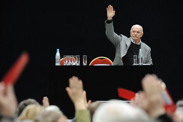Большинство делегатов съезда СК проголосовало за кандидатуру Михалкова