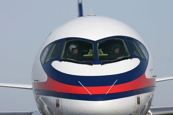 Самолет Сухой Суперджет-100