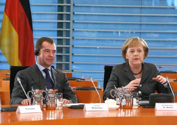 Президент РФ Дмитрий Медведев и канцлер ФРГ Ангела Меркель