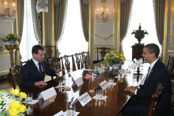 В ходе встречи в Лондоне президенты России и США обсудили ряд важных вопросов, среди которых одним из главных был вопрос подготовки нового российско-американского договора об ограничении стратегических наступательных вооружений (СНВ).