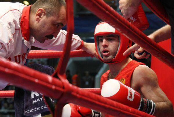 Алоян завоевал шестую российскую путевку в полуфинал ЧМ по боксу