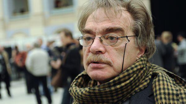 Александр Адабашьян на чрезвычайном съезде Союза кинематографистов в Москве