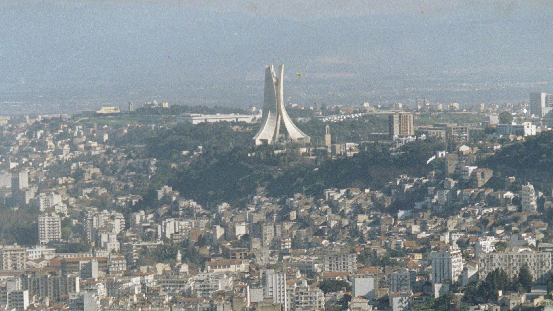 Алжир запретил полеты ВВС Франции над своей территорией, сообщили СМИ