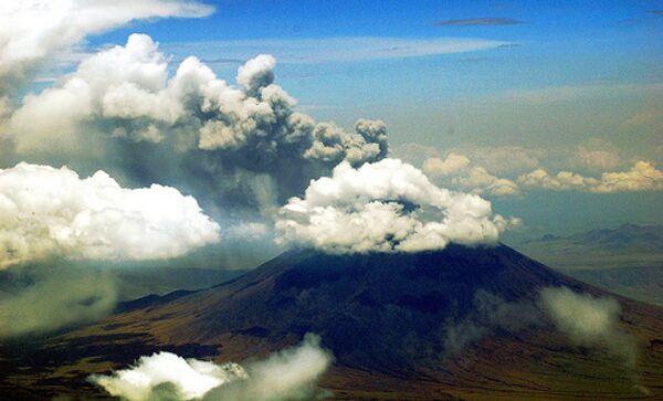 Пепловое облако c Пика Сарычева может вызвать пеплопад на Сахалина