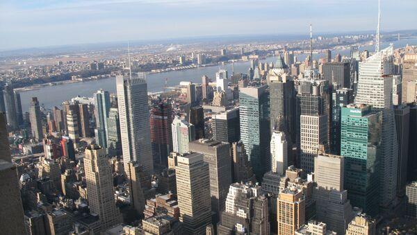 Губернатор Нью-Йорка поддержит соперника Блумберга на выборах мэра