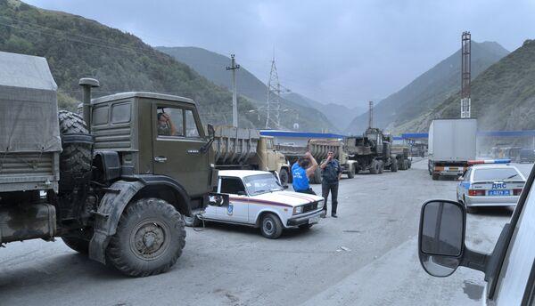 На пограничном таможенном пункте Северной Осетии. Архив