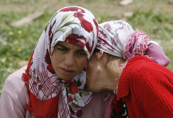 Жители деревни оплакивают погибших в южновосточной провинции Турции Мардин