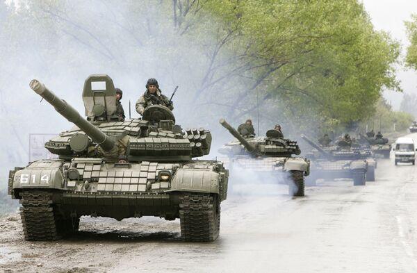 Грузинская бронетехника двинулась на мятежную военную базу Мухровани