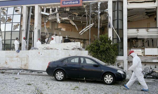 Взрыв бомбы в здании банка в Афинах