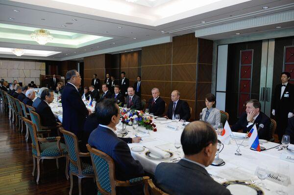 Представители деловых кругов России и Японии во время визита премьер-министра РФ в Японию