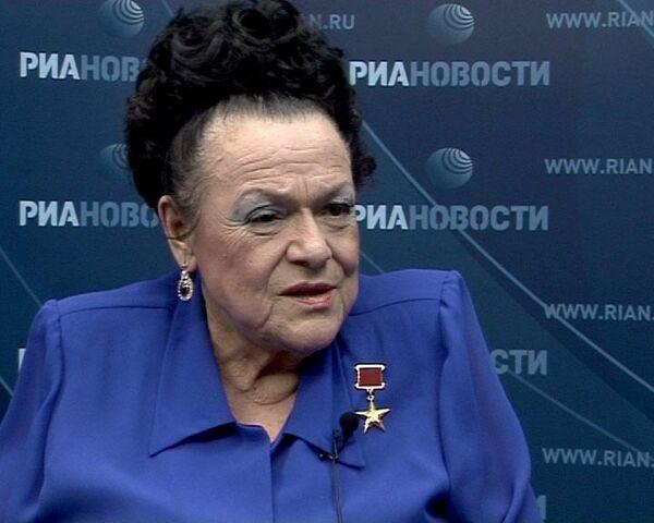 Людмила Зыкина попросила дорогой подарок у Юрия Лужкова