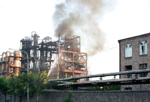 Пожар на химзаводе в Ереване: трое погибших, десятки пострадавших