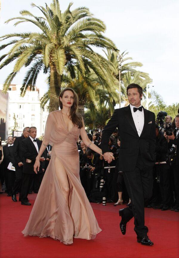 Брэд Питт и Анджелина Джоли перед премьерой фильма Бесславные ублюдки в рамках 62-го Международного Каннского кинофестиваля