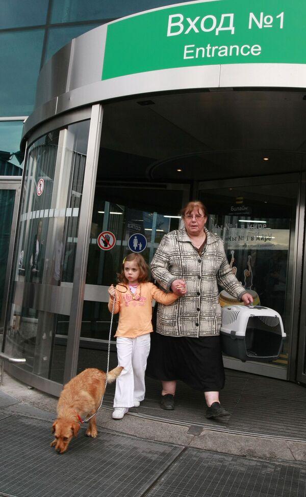 Дочь россиянки Натальи Зарубиной Александра псоле возвращения из Португалии