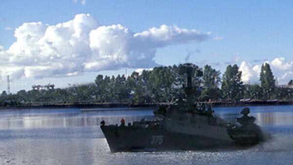 Военный корабль случайно дал залп по поселку в Ленобласти