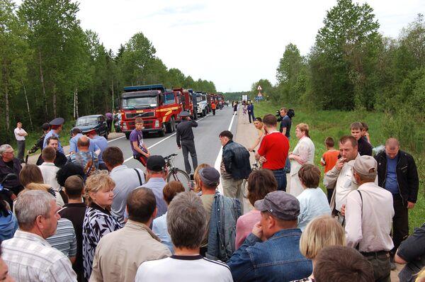В Пикалеве Ленинградской области 300 человек перекрыли федеральную трассу