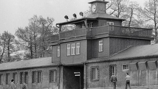 Главный вход на территорию бывшего концлагеря Бухенвальд.