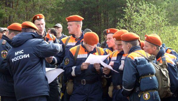 Курсанты МЧС во время поиска пропавших детей. Архивное фото