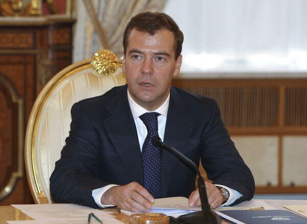Президент РФ Д.Медведев на встрече в узком составе глав стран-членов ОДКБ в Кремле