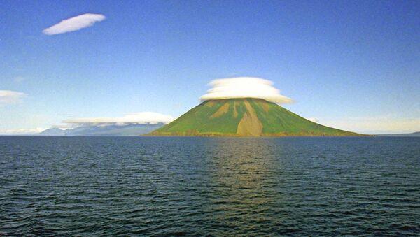 На территории России наибольшее количество действующих вулканов в районе Курильских островов и на Камчатке.