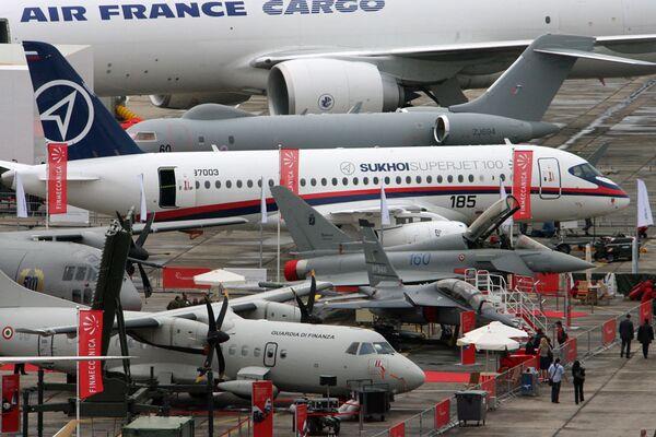 Российский самолет Sukhoi Superjet 100 в Ле-Бурже