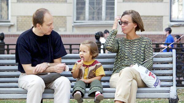 Молодая семья. Архив