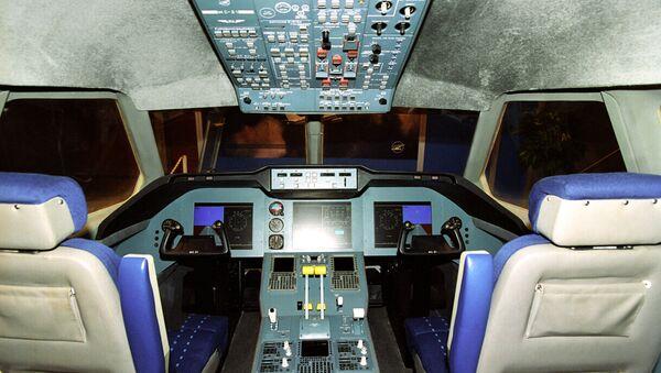 Макет кабины пилотов МС-21 на Шестом международном авиакосмическом салоне МАКС-2003 в Жуковском. Архивное фото