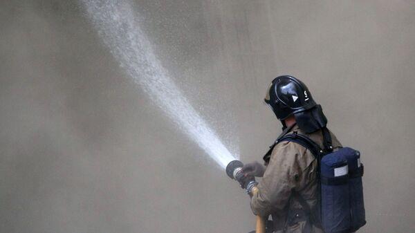 Пожарные потушили пожар на складе на территории храма в центре Москвы