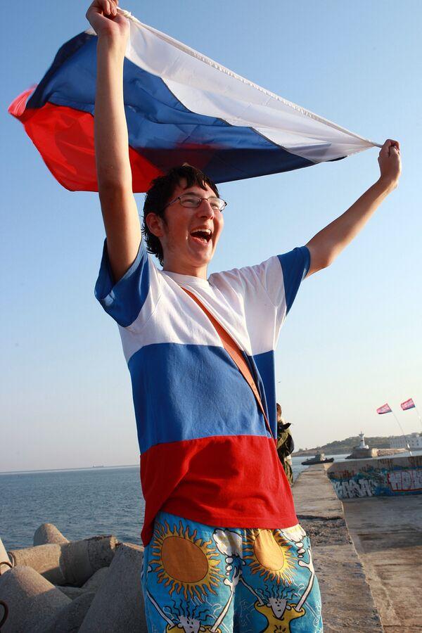 Севастополь поприветствовал Ющенко российским флагом