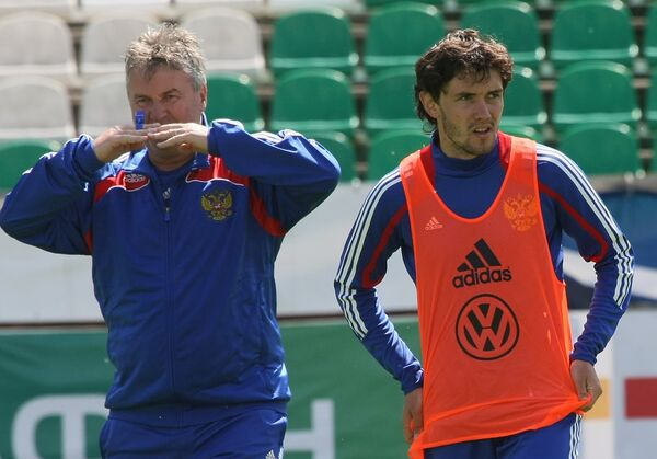 Гус Хиддинк (слева) и Юрии Жирков