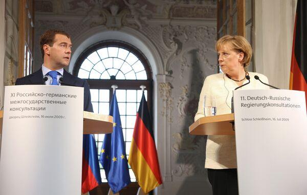 Президент РФ Д.Медведев и Федеральный канцлер Германии А.Меркель на пресс-конференции