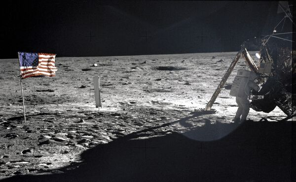 Корабль НАСА Аполлон-11 на Луне