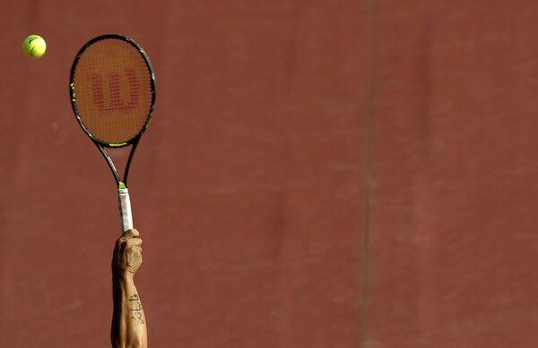 Россиянин Королев вышел в четвертьфинал теннисного турнира в Генуе