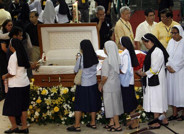 Похороны экс-президента Филиппин Корасон Акино