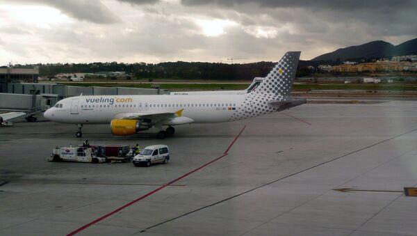 Самолет Airbus A320 авиакомпании Vueling. Архивное фото