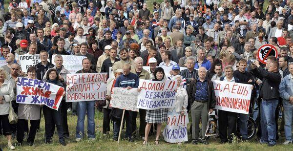 Около 700 автовазовцев пришли на митинг в Тольятти
