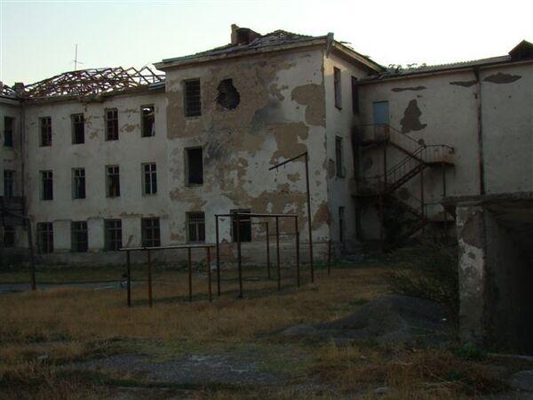 Задний двор школы 5 после разрушения