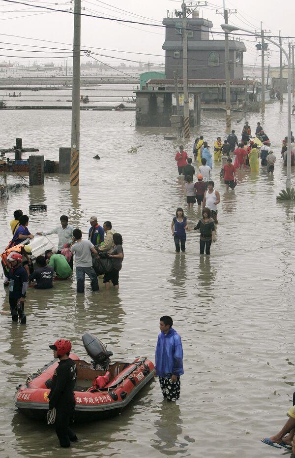 Число жертв тайфуна Моракот на Тайване достигло 103 человек