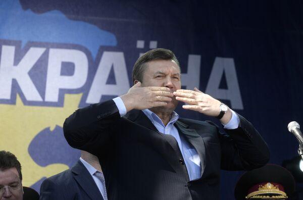 Лидер Партии регионов Виктор Янукович на митинге в центре Киева