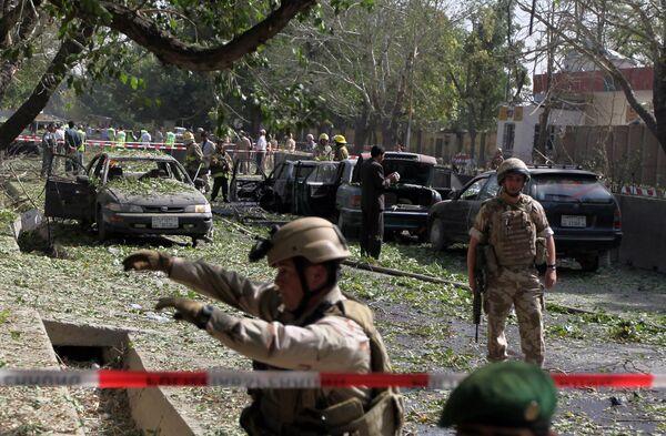 Место взрыва напротив штаб-квартиры НАТО в Кабуле