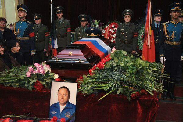 Прощание с командиром пилотажной группы Русские Витязи И.Ткаченко